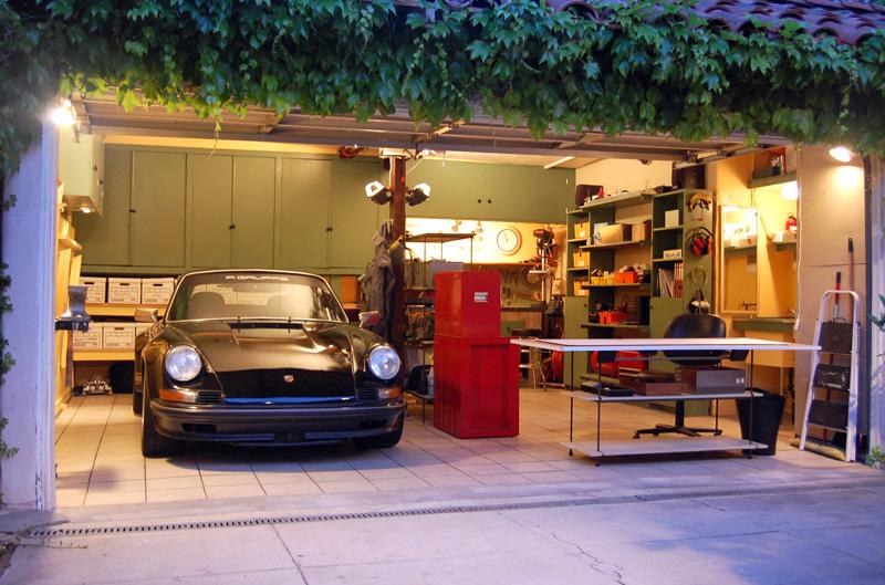 Автомастерская в гараже у кого как